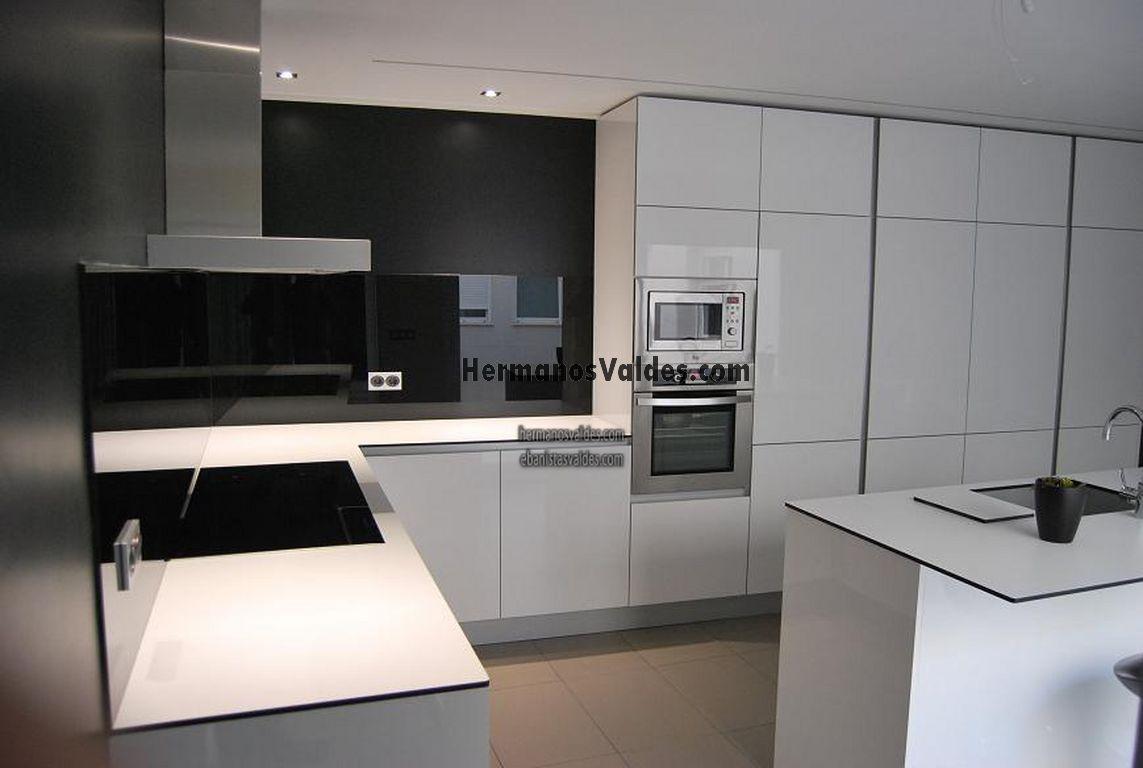 Muebles de cocina hermanos vald s armarios y - Cocinas con electrodomesticos blancos ...