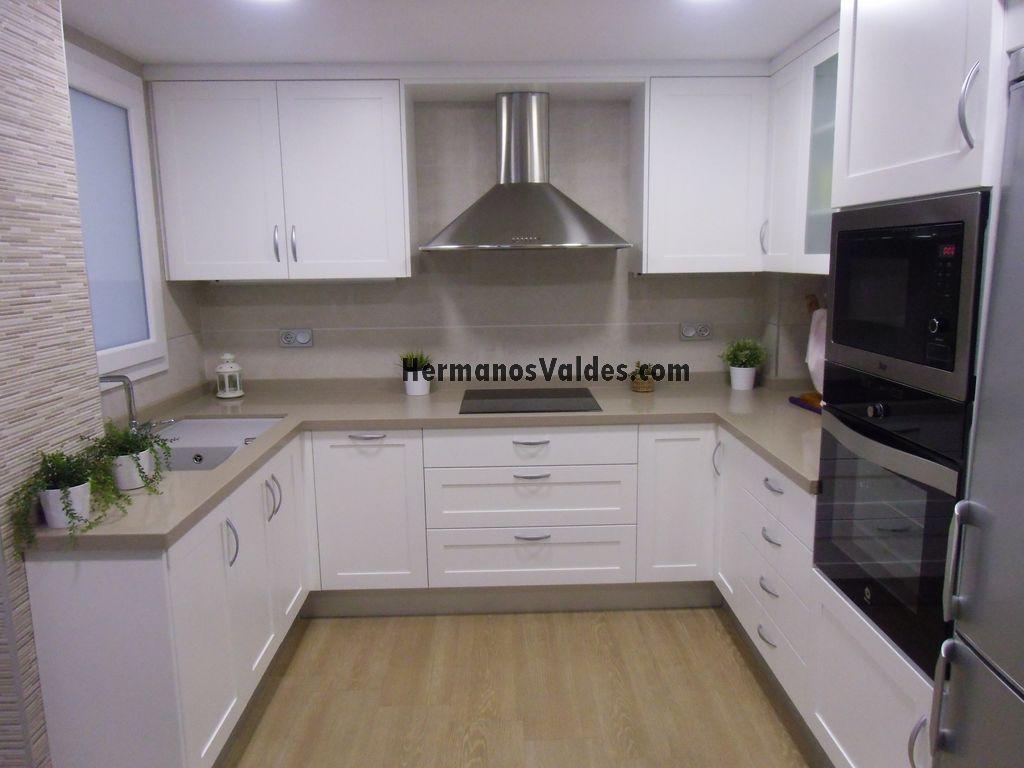 Muebles de cocina hermanos vald s armarios y for Muebles de cocina blancos
