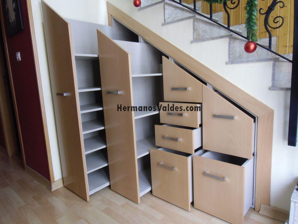 Hermanos valdes armarios y vestidores a medida en alicante for Bibliotecas debajo de escaleras